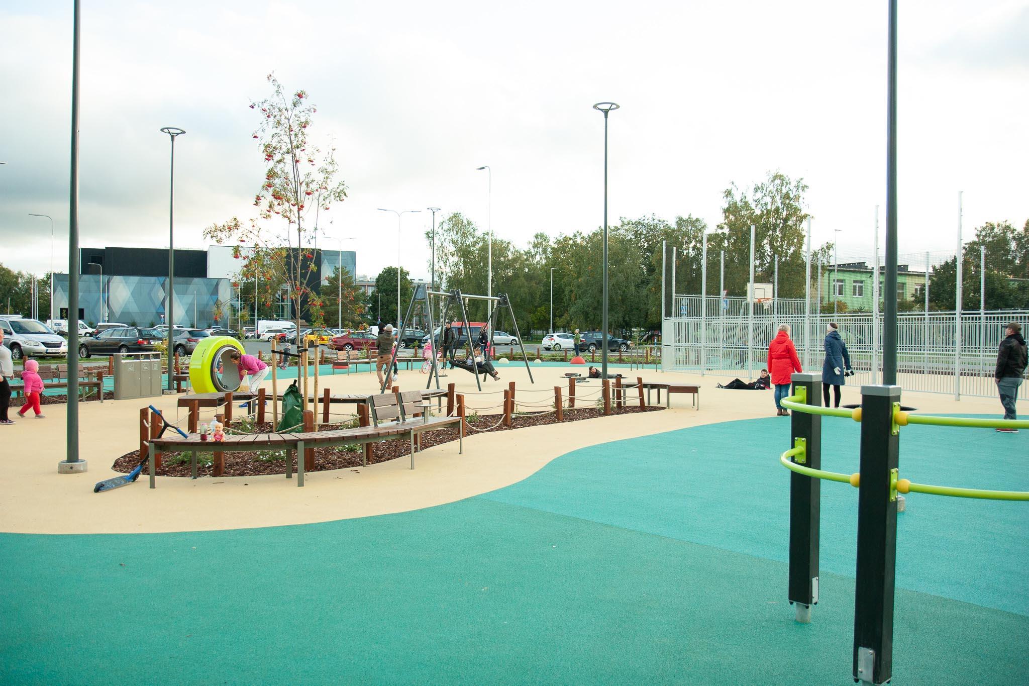 Akadeemia tee 30a spordi- ja mänguväljak